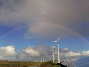 Windmolen met regenboog
